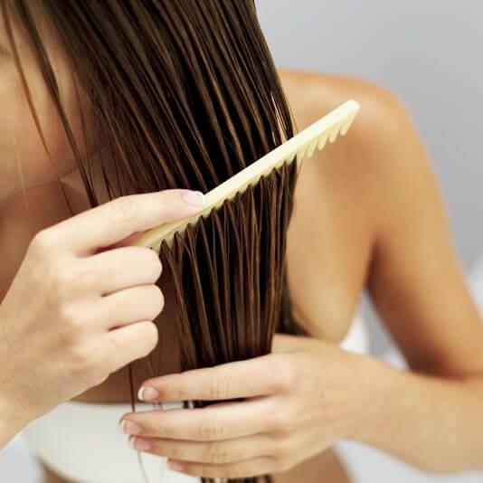 Je veux me débarrasser de l'électricité statique dans mes cheveux ! Comme lutter contre les cheveux électriques ? Le Laboratoire Géomer vous apporte la solution !